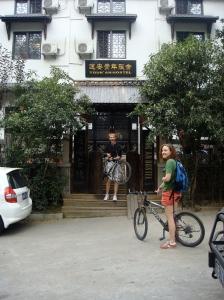 Charlie & Rachel ready to bike Hangzhou